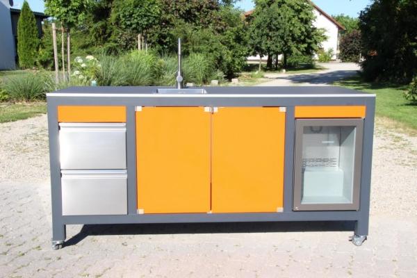 Outdoorkueche_Aluminium_Glas_Holz_Granit_Kueche_im_Freien_kochen_Outdoor_Kitchen_igt_tech3.jpg